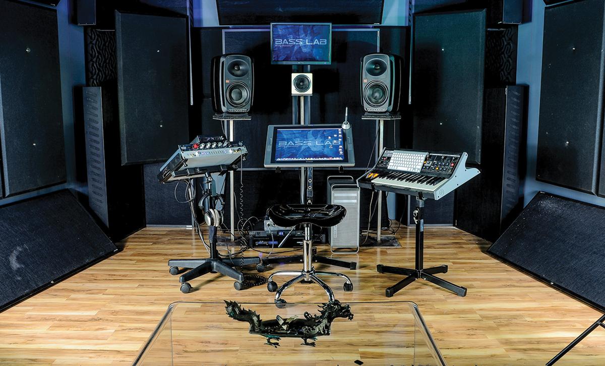 studio look cool