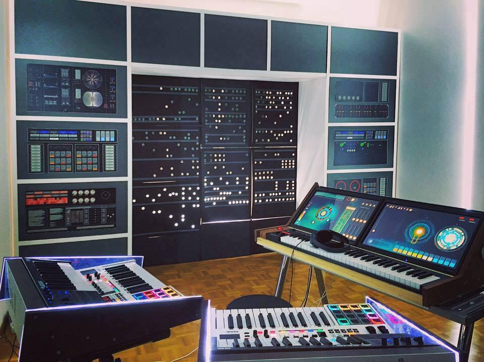 2BTruman Sci Fi Amazing Studio