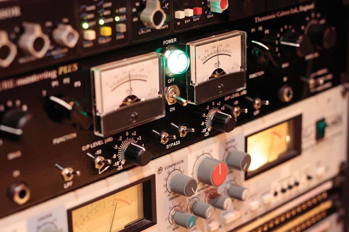 Darkroom Studios - Outboard