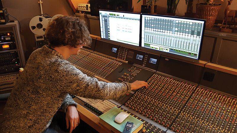 Soup Studio - Giles sets sail on yet another mix