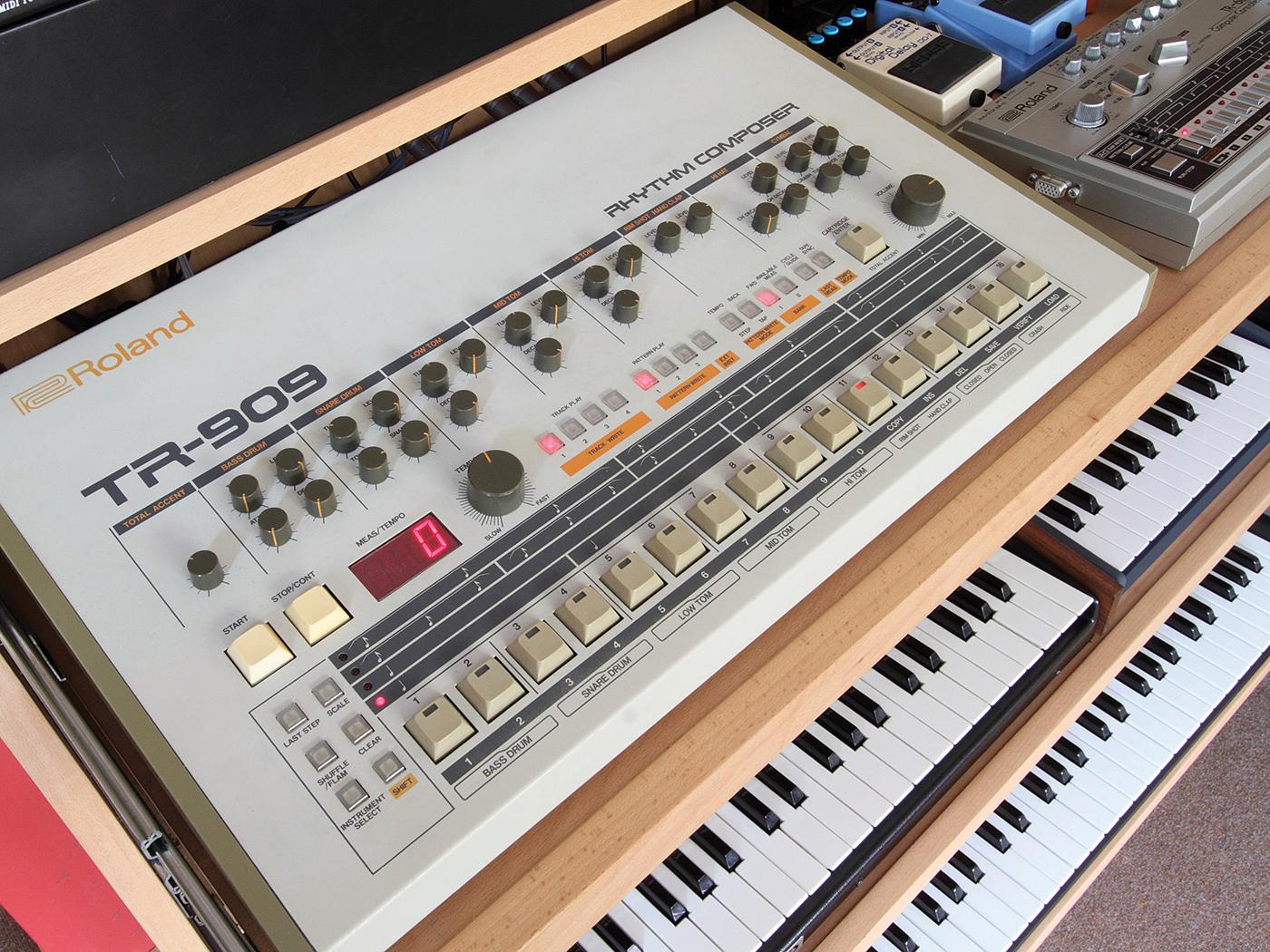 Roland TR-909, vintage
