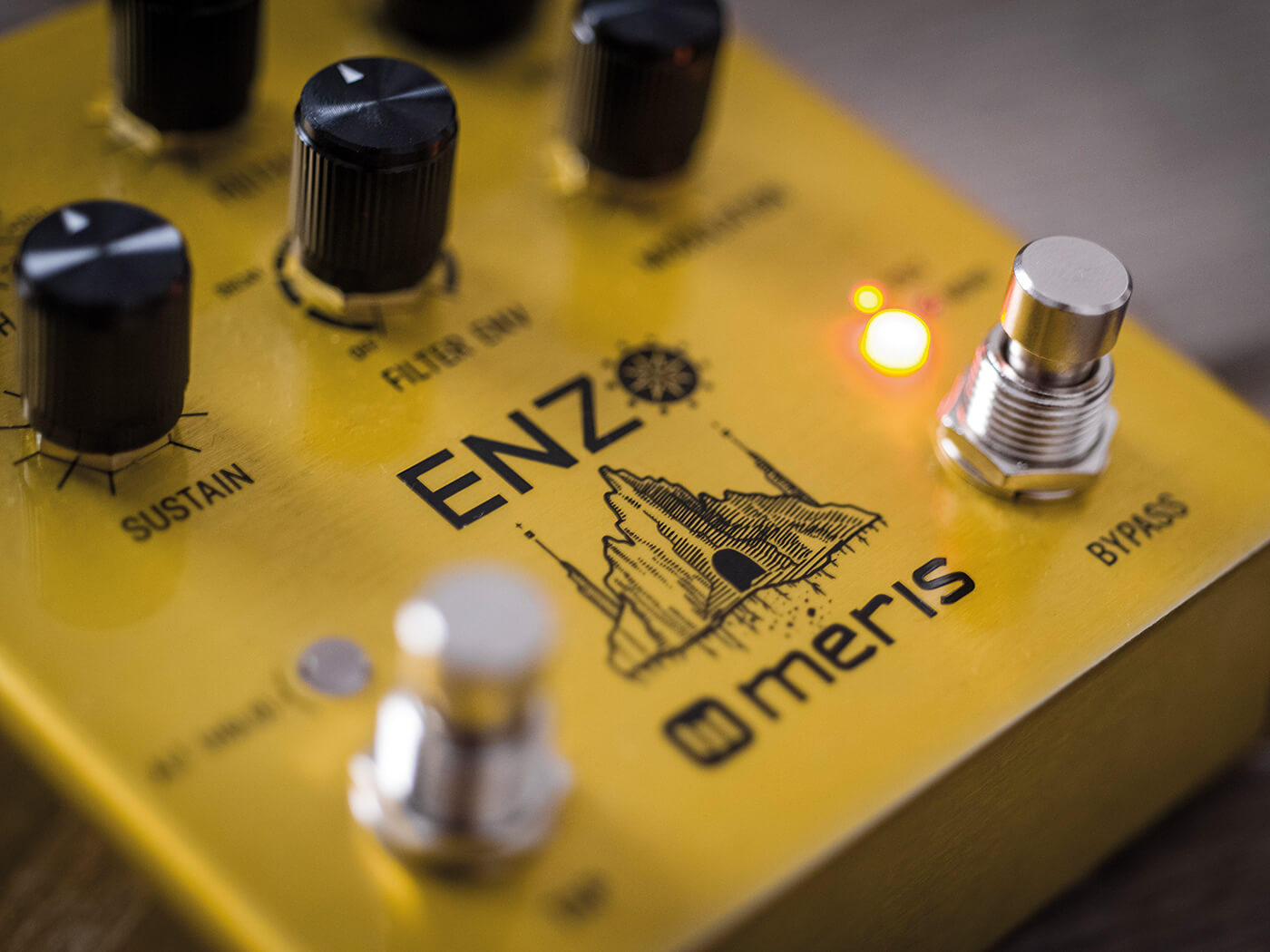 Meris Enzo synth pedal