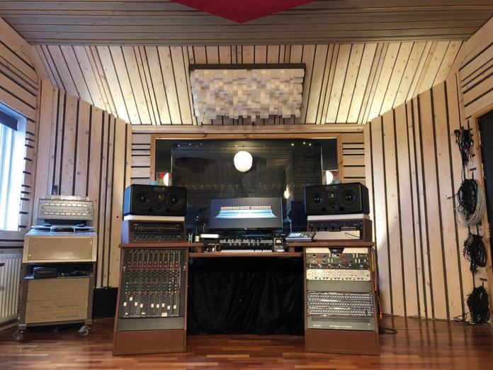 Show Off Your Studio, Bassi Ólafsson