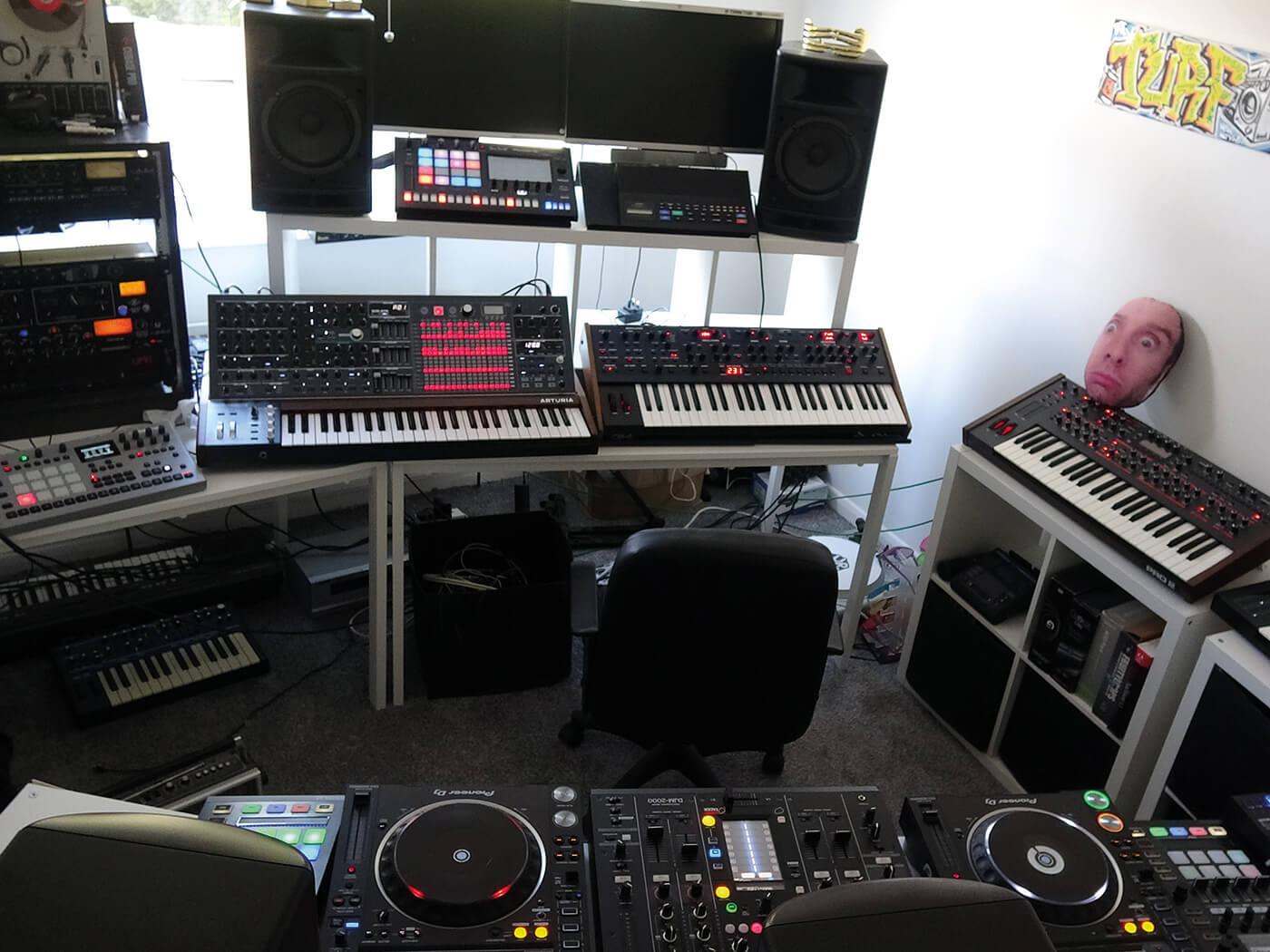 Show Off Your Studio, DJ Turf