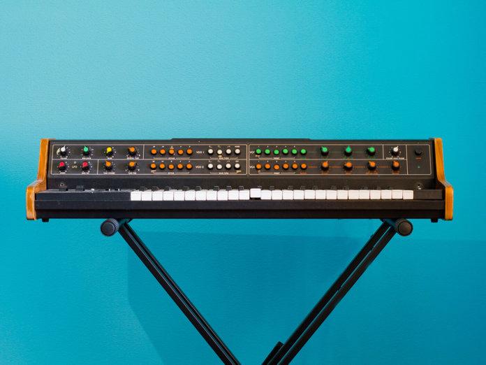 hardware analogue synthesizer
