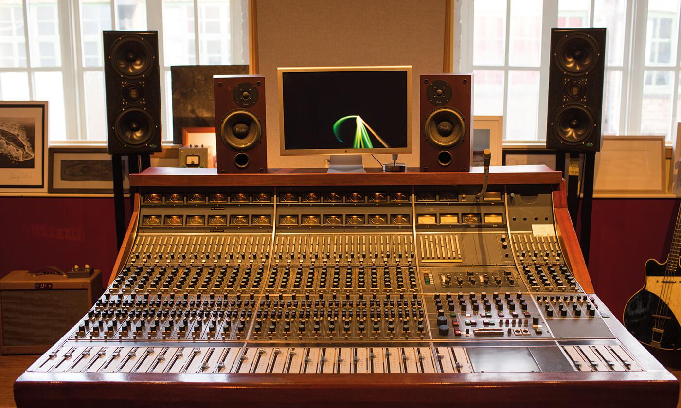 Dani Bennett Spragg, Hoxa HQ Studio