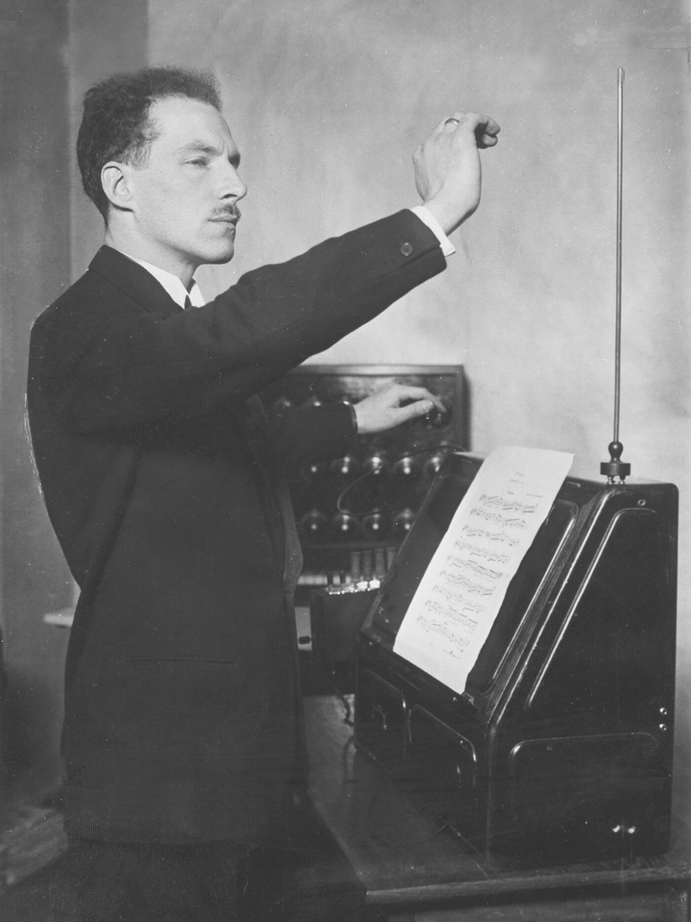 Léon Theremin, history of drum machine