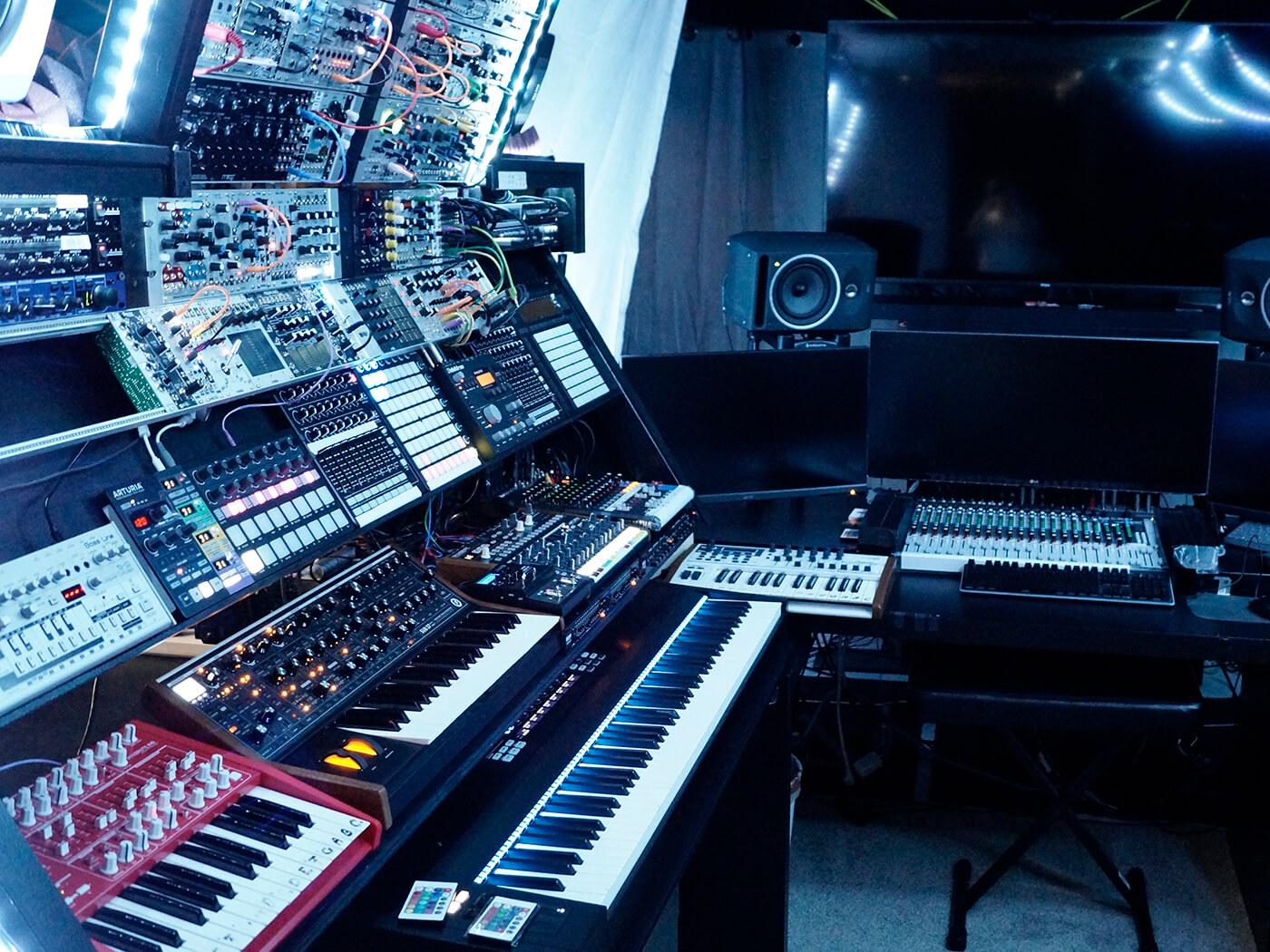 Show Off Your Studio Attila Hanak