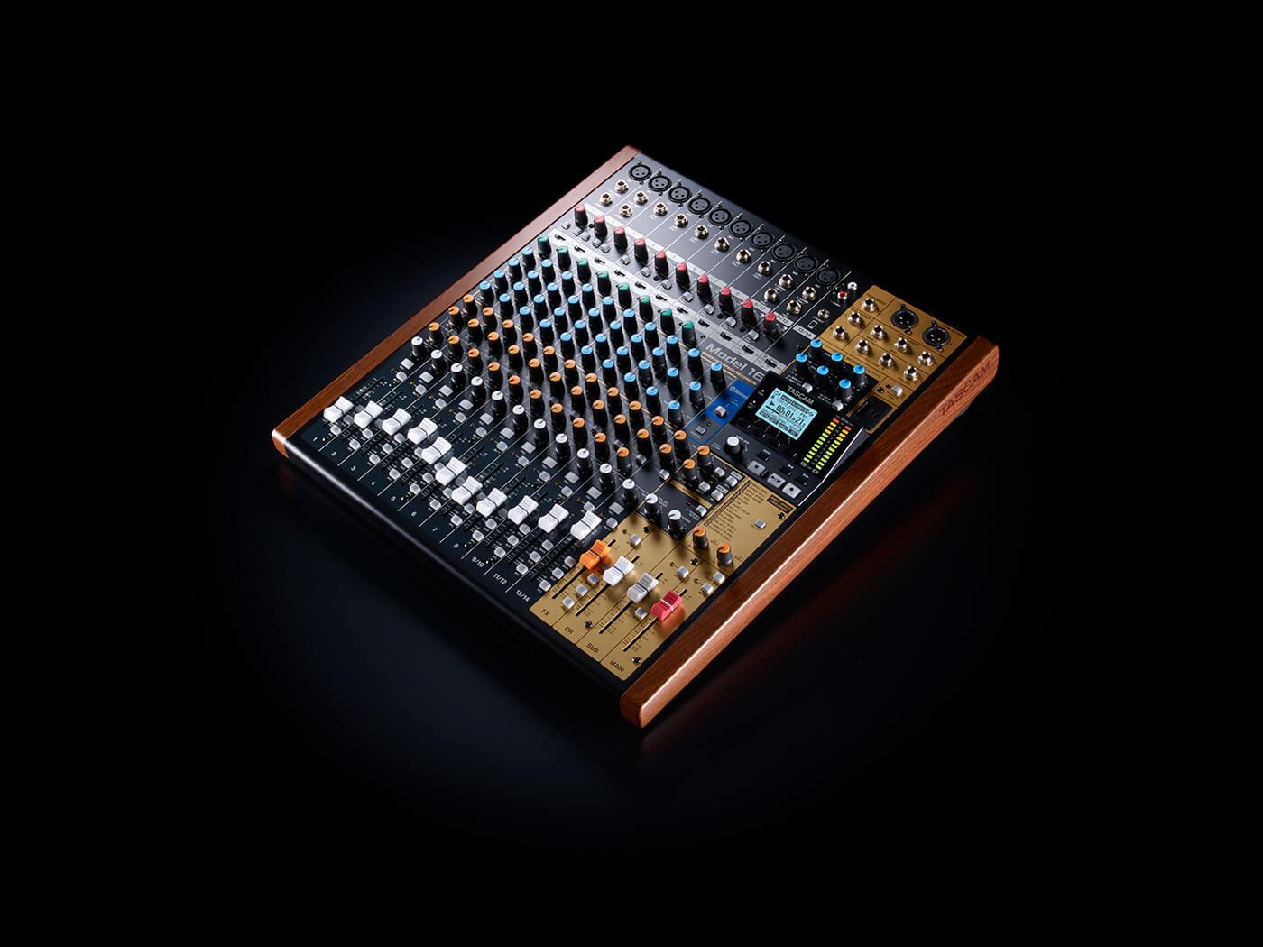 Tascam-model16-1400x1050