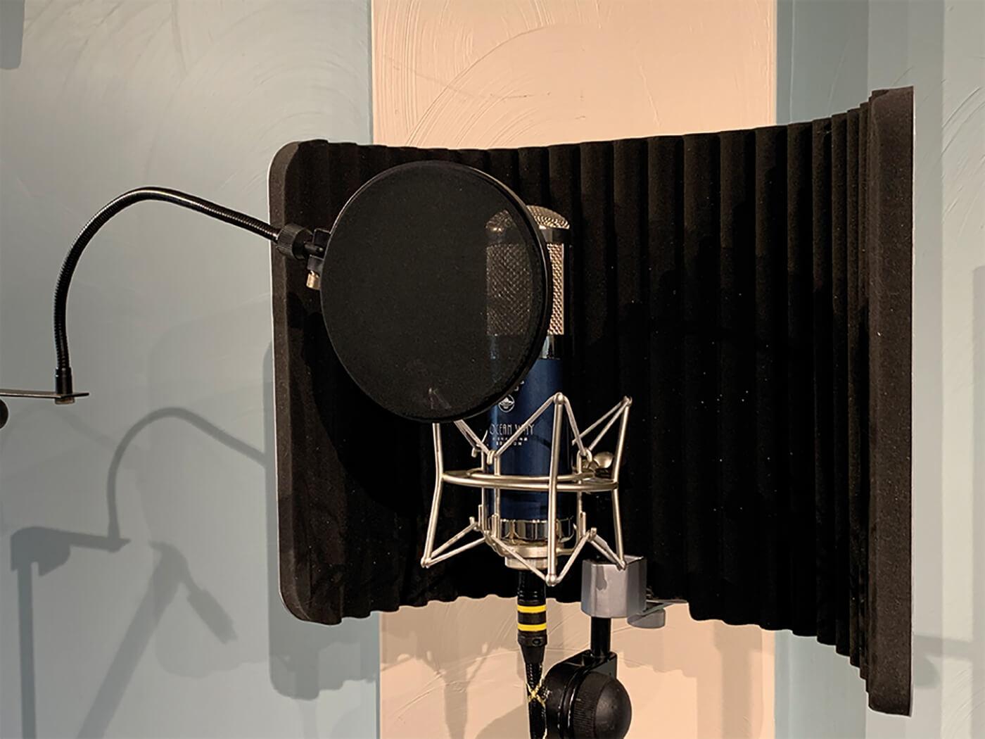 MT207 Studio One Recording Vocals 2