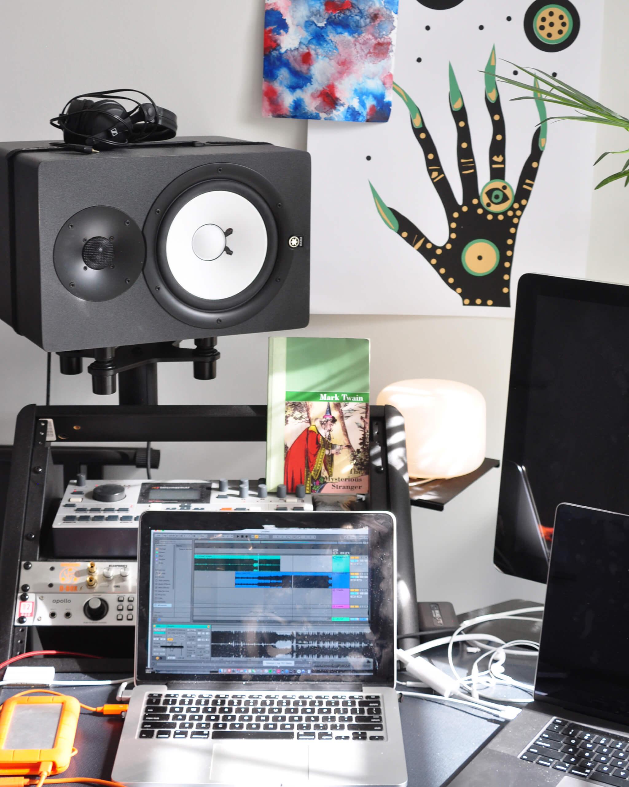 Bauuer Big Interview - Desk
