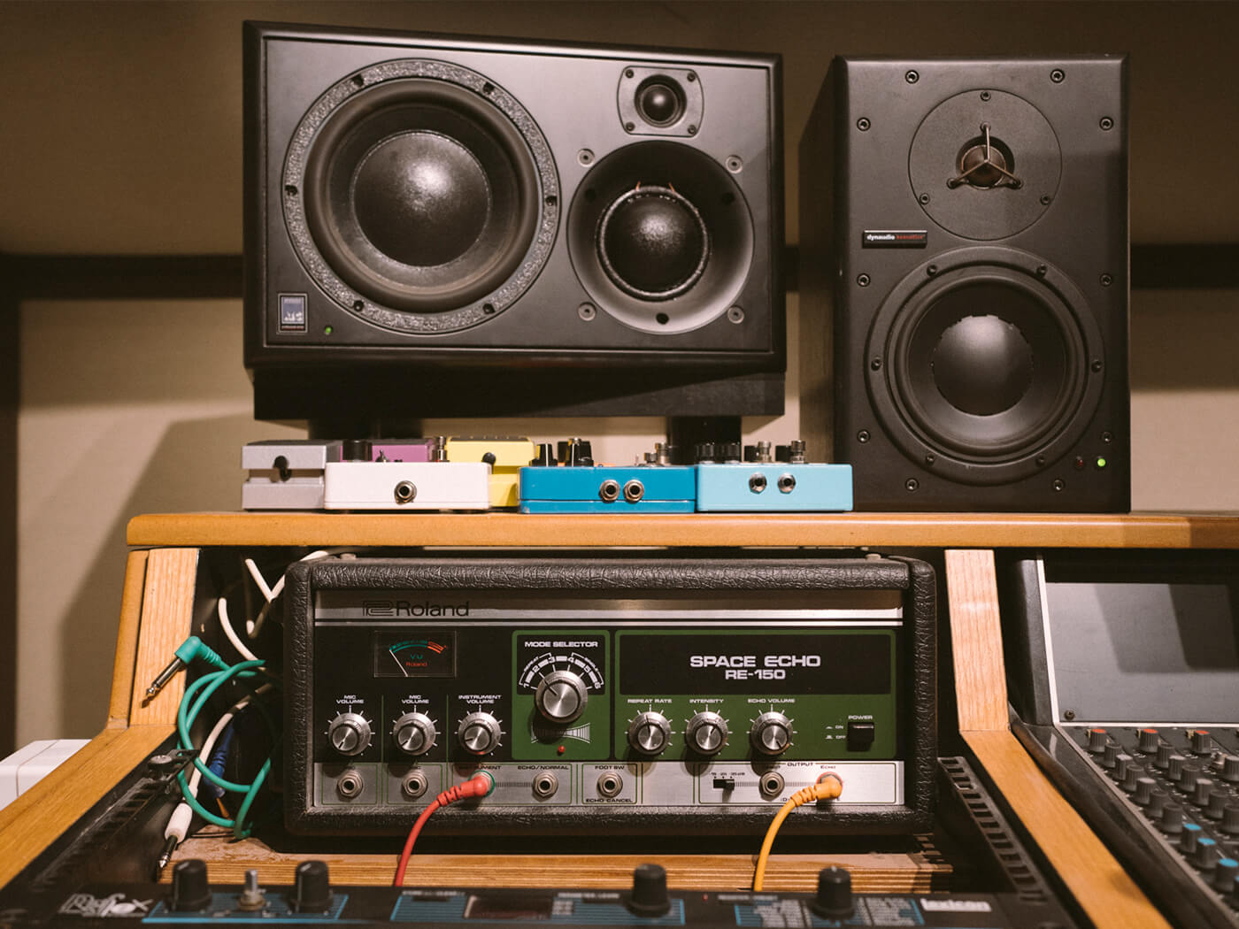 Noga Erez studio