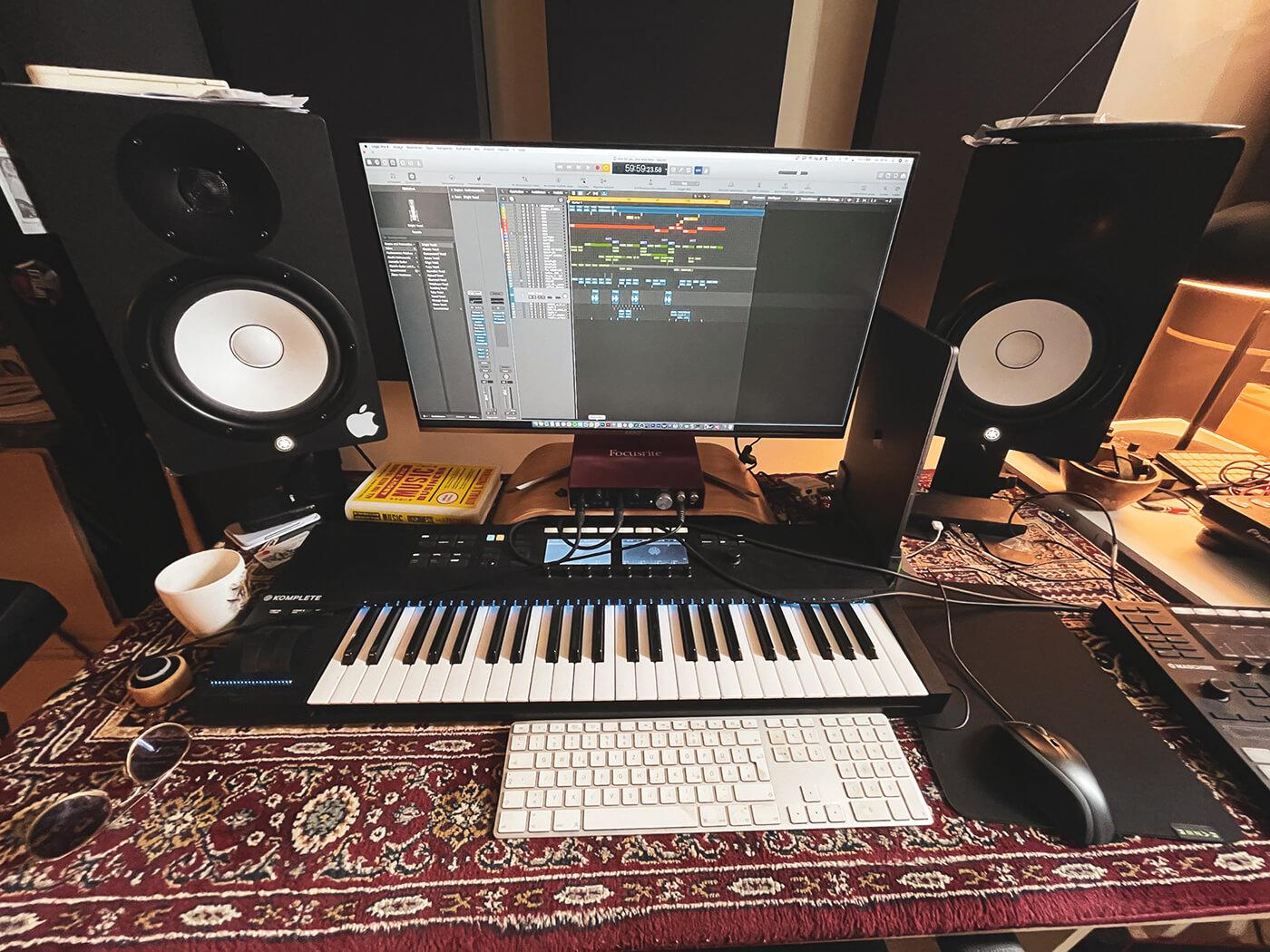 Demuja's Desk