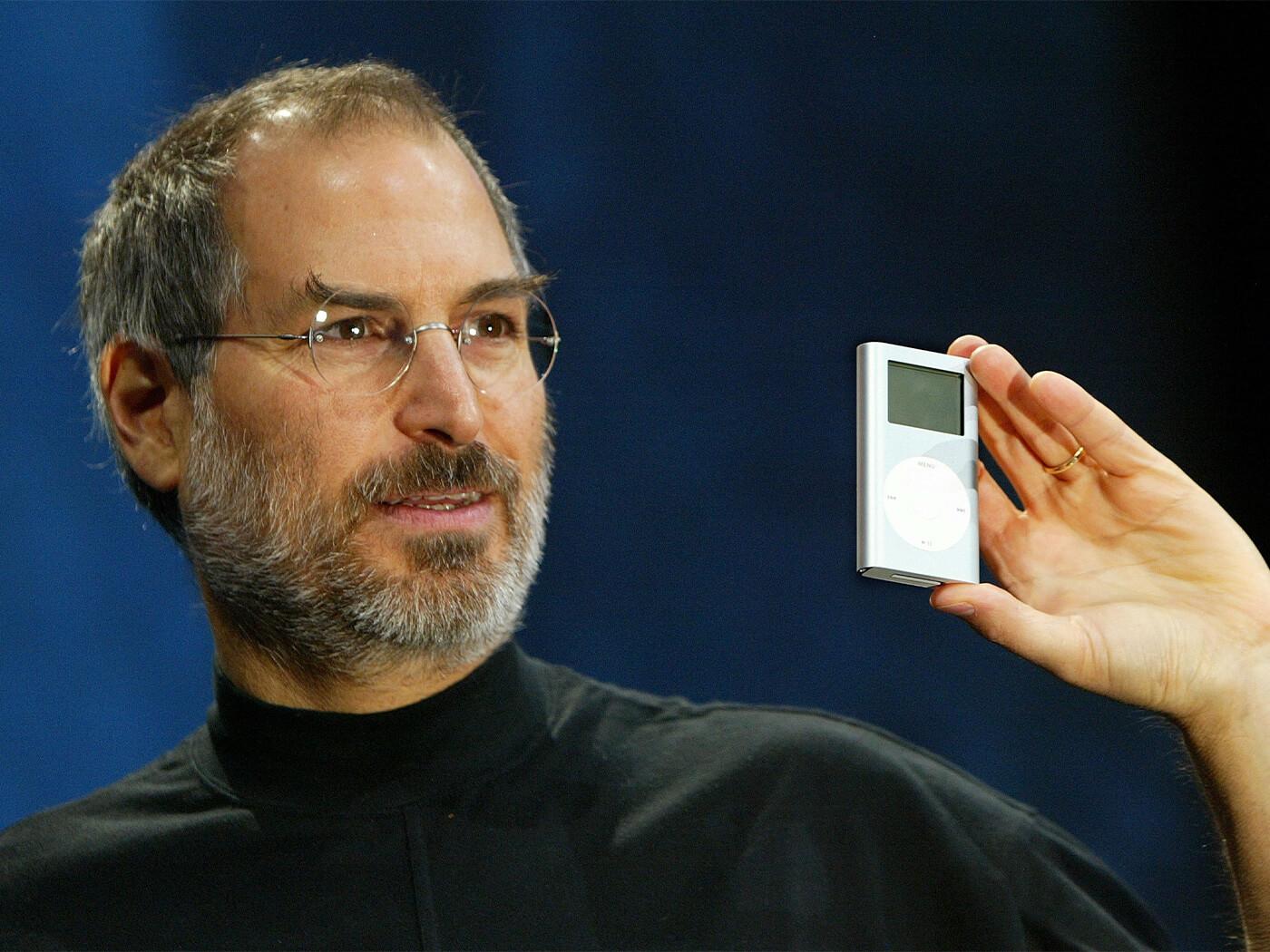 Steve Jobs iPod Mini 2004
