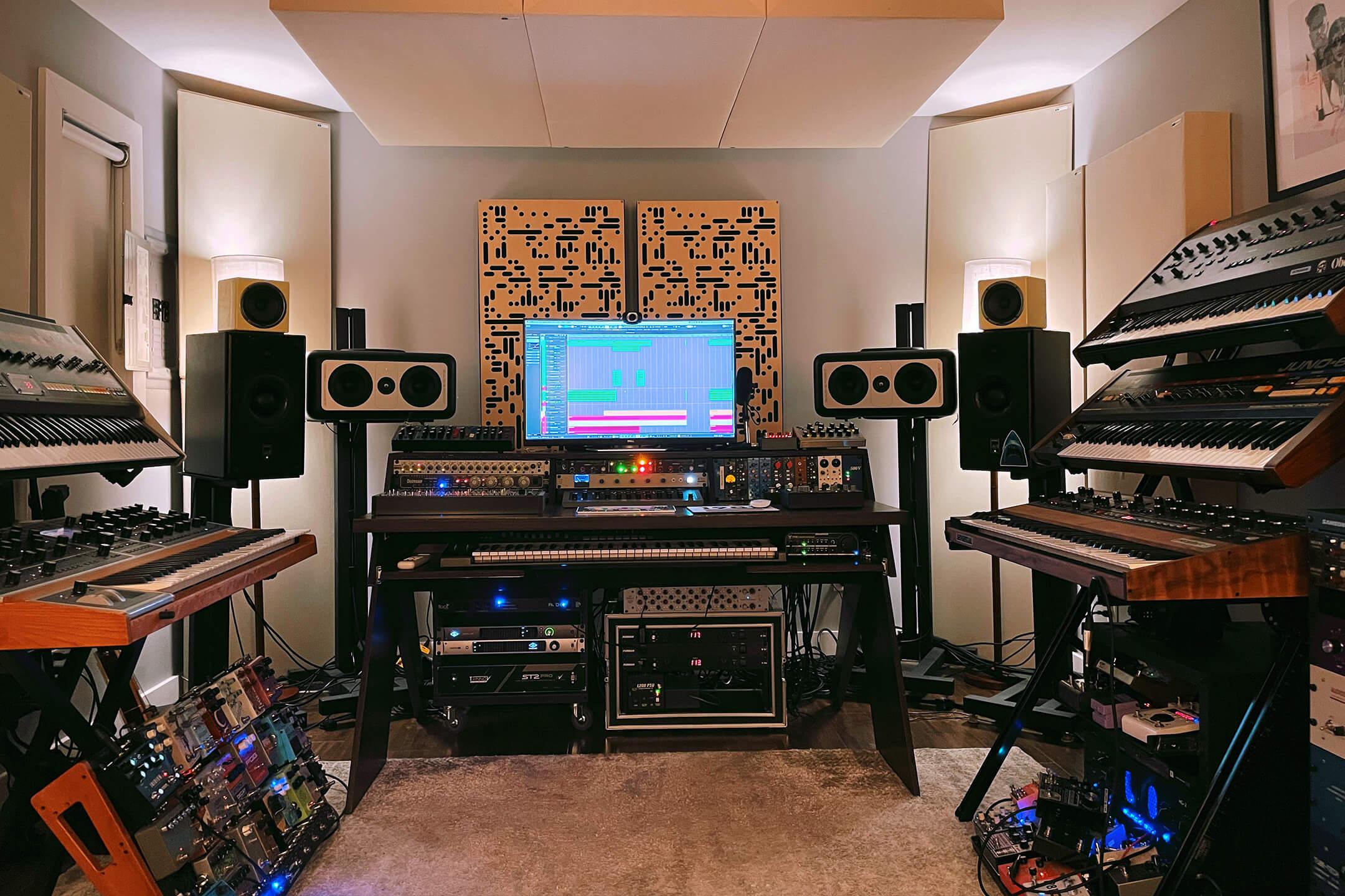 Martin CHVCHES Studio main shot