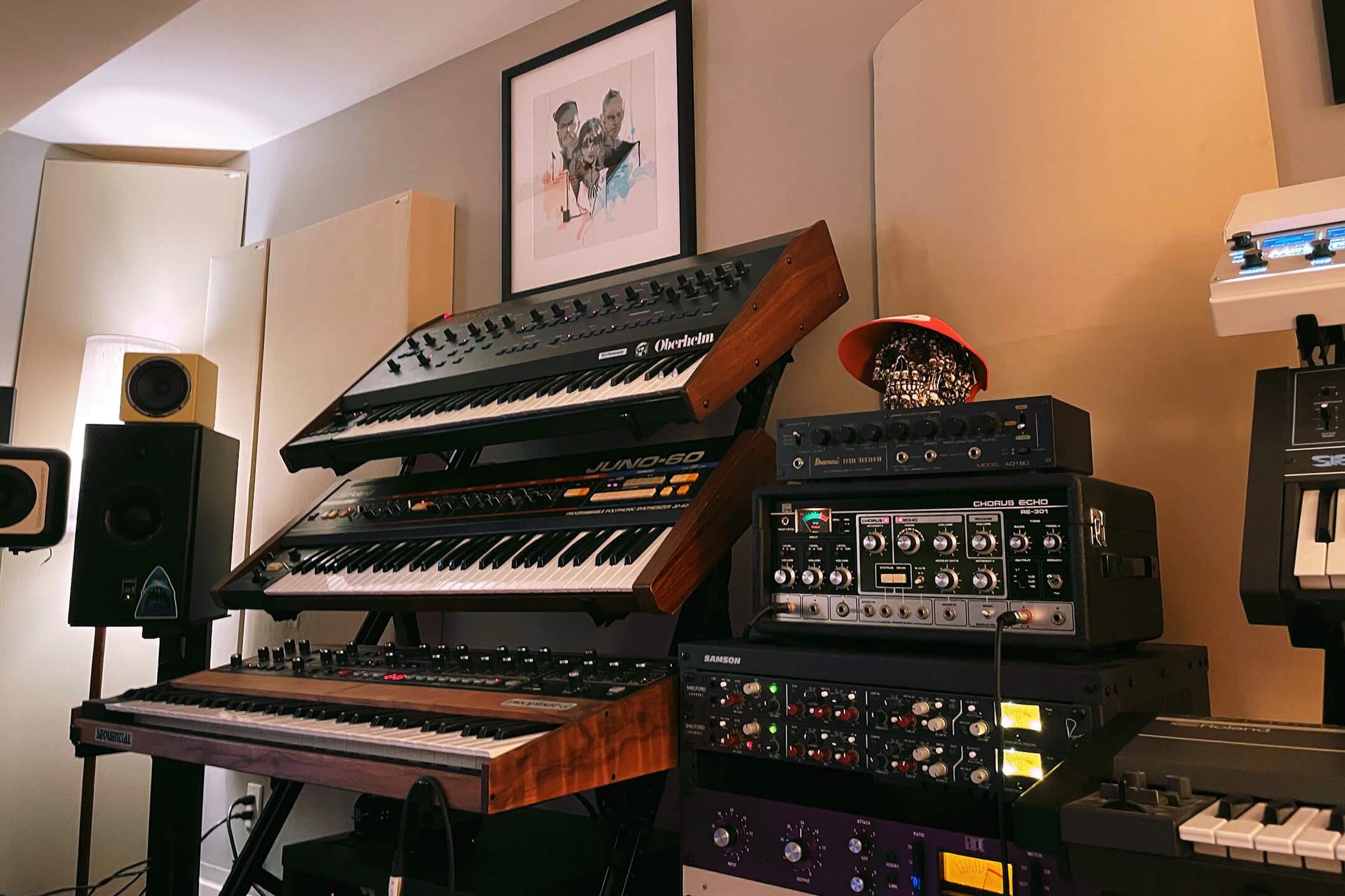 Martin CHVRCHES Studio Juno-60 Prophet 5